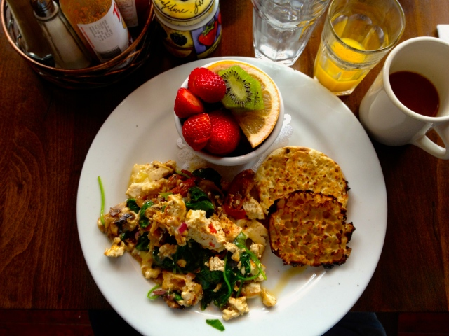 Starting off the weekend with brunch at Sweet Maple -- a Pac Heights fave!